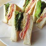 クローバーカフェ - 料理写真:ベーコン&オムレツサンドウィッチ 500円