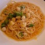 まるでん食堂 デッレヌーヴォレ - オクラ(夏野菜)と貝柱のカボチャピューレパスタは、カボチャのとっても優しい味