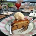 風の家 - 温かいアップルケーキにアイスのトッピングは格別♡