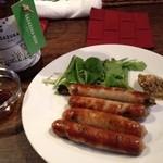 ONZE - 笹塚ビールのために作られた新メニュー  腸詰め餃子‼ ビールに合う2大ツマミの夢の共演^ ^