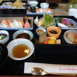 京料理・割烹 洛々 - 松花堂弁当 ¥1,732