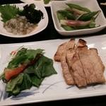 あんべ - 三沢豚の味噌漬け焼 枝豆の漬物