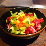 ニュー松坂 - まずはサラダの登場