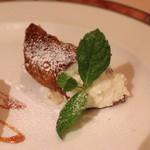 エリオ・ロカンダ・イタリアーナ - カンノーリ (リコッタクリームチーズとドライフルーツ)