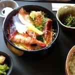 魚菜食房 すしぜん - 海鮮ちらし膳1680円