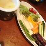 カフェ ド スイドウチョウ - サラダ仕立てのカプレーゼ