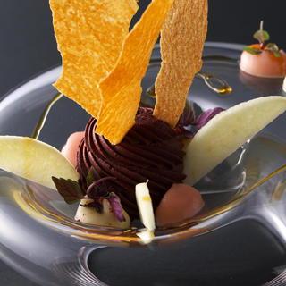 バターやクリームを殆ど使わず、素材の味を引き出す独創的な料理