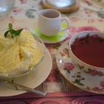 ママホットガーデン - ローズヒップティーにアイスクリーム。