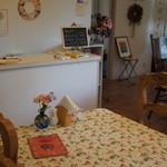ママホットガーデン - テーブル席が3つのこぢんまりしたお店。
