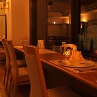 山手ローズテラス - 大人気のカウンターは12席!ご予約も承っております!