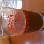 19925705 - ドリンクバーのコップもちゃんとペコちゃん、裏はコカコーラだけど