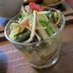 たけおごはん - 旬菜のサラダ、熱田農園さんの玉葱でドレッシング