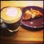 ネイバーフッド アンド コーヒー - Shakirato & Blueberry scone