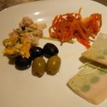元気な食卓 - 惣菜、オリーブもあります