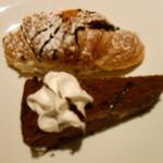 元気な食卓 - チョコレートケーキ、クロワッサンデザート