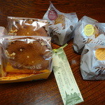 駒ケ岳洋菓子工房 - バターの匠、マフィン(オレンジ、小豆、チーズ)各230円