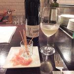 19931752 - 美味しい生ハム!グリッシーニがチーズだぁ~濃厚です!!