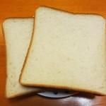 19937309 - 角食パン(1斤)¥210