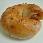 19937890 - 夏野菜のラタテーユ210円♪ベーグル得意でなくても 食事パンとして食べれるのではないかと思いますにゃ♪