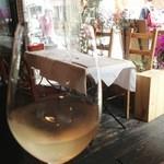 19938535 - 外を見ながらワイン