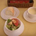 1994086 - サラダとサツマイモのスープとパン