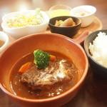 クローバー - 料理写真:日替りランチ(牛フィレ肉の赤ワイン煮)