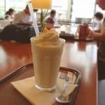上島珈琲店 - 暑い中、カフェでひと休み。 上島珈琲は始めて。 普段はSB利用が多いけど、こちらの方が、落ち着いた感じで、ゆっくり出来る気がする。