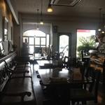 カフェ・ド・ロレーヌ - そんなに広くはありません。