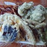 かん太村 - 揚げたての天ぷら盛り合わせ