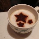 Lakshimi - 牛乳を攪拌させたもの。        そして ココアで 模様付けです