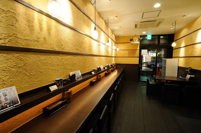炙り味噌らーめん 麺匠 真武咲弥 堂谷商店 - 店内