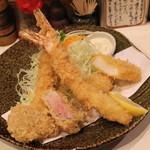 とん太 - 特ミックス (エビ二本、ヒレ、魚(イカ)) (2013/07)
