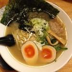 佐々木家 - リニューアル前:味玉のせらーめん(醤油)780円