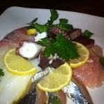バールマン - 料理写真:カルパッチョ!!漁港直送鮮魚の5種盛り!!680円でこのボリュームと鮮度!