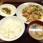 源来軒 - 生揚げとピーマン肉炒め定食(900円)