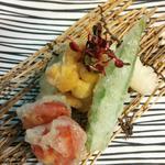 魚ダイニング光 - 「北海道産・生うにと長芋・夏野菜のオクラ・ミディトマト」天ぷら