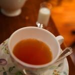 カフェ アマティ - ダージリン紅茶(こうちや)