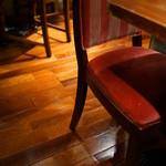 カフェ アマティ - 椅子(いす)