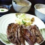 炭火焼牛タン音炭  - 牛タン焼き、麦飯、とろろ、テールスープ