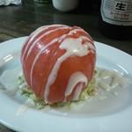 19969099 - 【裏メニュー】冷やした丸ごとトマトにコールスロー風アボカドサラダを添えて