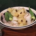 メッシタ - 白イカとジャガイモとオクラのサラダ
