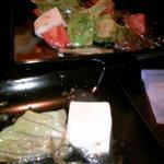 居酒屋 いっとく - お豆腐と水菜のサラダ
