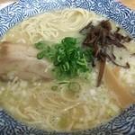 ひかり食堂 - 鶏塩そば 650円(中細麺バージョン)