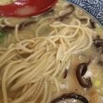 ひかり食堂 - 鶏塩そばのデフォは平打ちの太麺ですがひかりそばと同じ中細麺にも変更できます