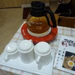 えび伝茶屋 - 店内(ごぼうのスープ サービスです)