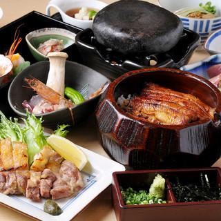 名物「ひつまぶし」に季節の旬の料理を盛り込んだバラエティー豊かなコース料理を各種ご用意