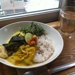 シンシアガーデンカフェ - スリランカ式アーユルヴェーダスパイスたっぷりプレート~ドライしょうがのお白湯付~