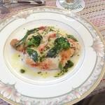 オーベルジュ・ボヌシェール・ラウー - 料理写真:鶏肉をピザ生地に見立てた逸品