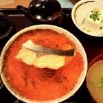 ご当地酒場 北海道八雲町 - 焼き鮭いくら丼定食(980円+大盛り+50円)