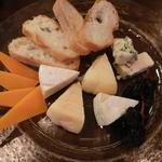 タマヤ - チーズ四種盛り合わせ